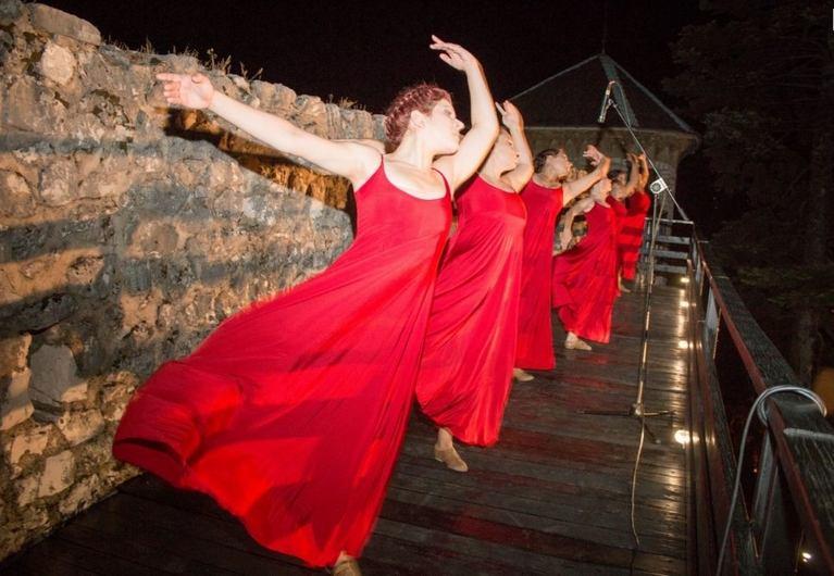 """Manifestacija """"1 000 svijeća na Gradini"""" svečano je otvorila Ljeto na Gradini (15. srpnja 2014.)"""
